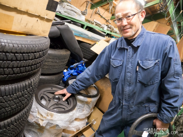 Itakura-san with Lotus 26R wheel