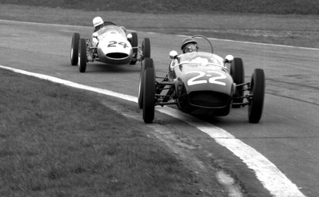 Formula Junior action