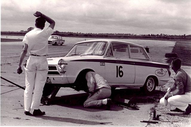 13 Dan Gurney Sebring 1964